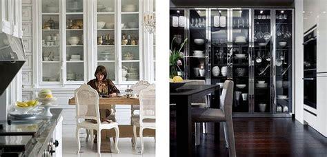 Decora tu hogar con vitrinas de Ikea