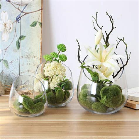 Decoracion con flores y jarrones en el interior para la ...