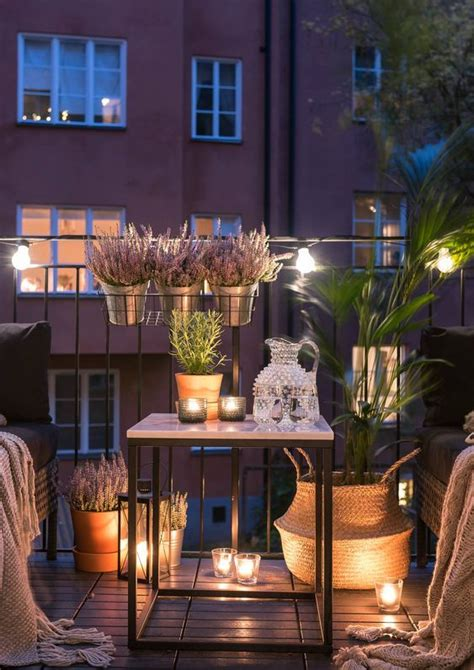 Decoración con plantas, farolillos y velas para cenas en ...
