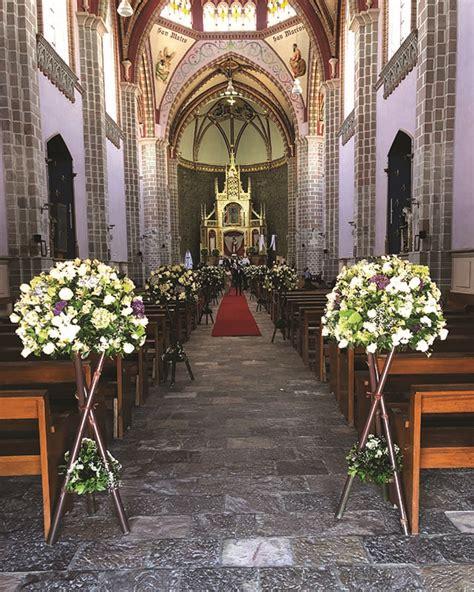 Decoración de iglesia | Arreglos florales para eventos Pachuca