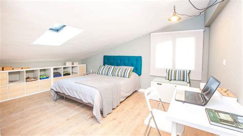 Decorar un dormitorio práctico en una buhardilla ...
