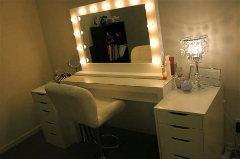 Decors: Professional Grade Of Vanity Girl Hollywood Mirror ...