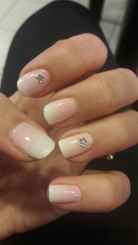 Degrade Blanco y Rosa #NailArt hecho por Julieta Serpone ...