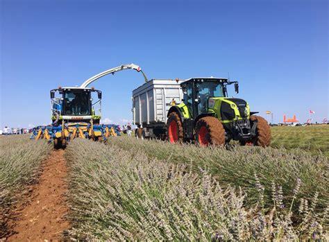 Demostración de maquinaria agrícola para cultivo de ...