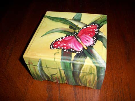 DeSouVre: caja madera pintada