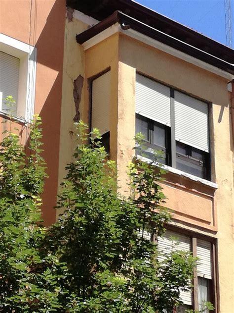 Desprendimiento en una fachada de Diego Laínez   Burgos ...