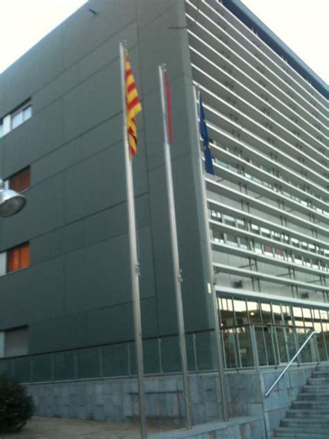 Destrozan la bandera española en los juzgados de Cornellá ...