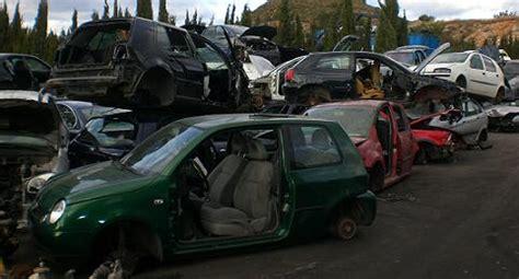 Destructoterapia: elimina tu estrés destrozando un coche ...