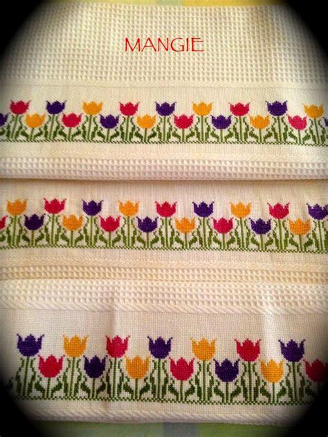 Detalle toallas punto de cruz tulipanes   Punto de cruz ...