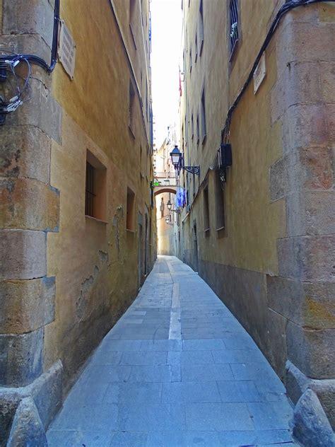 DETALLES DE BARCELONA: Carrer dels Ocells   Calle de Ausells