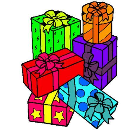 Dibujo de Una montaña de regalos pintado por Navida en ...