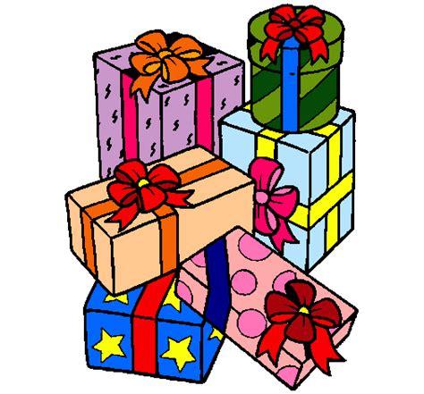 Dibujo de Una montaña de regalos pintado por Sanche en ...