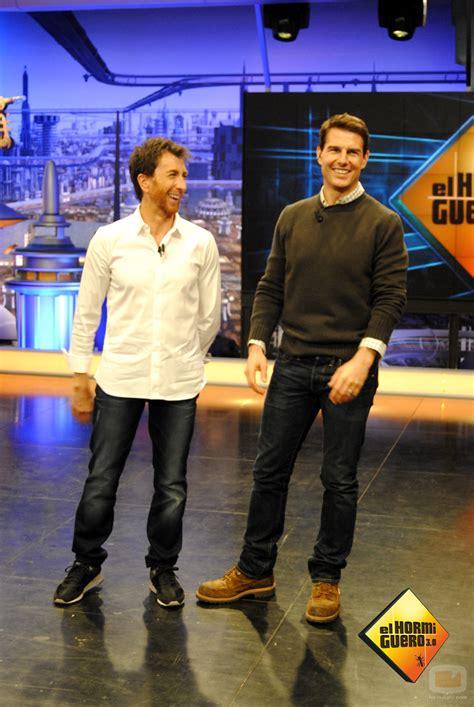 Dicen que Tom Cruise es un enano pero...   Off Topic ...