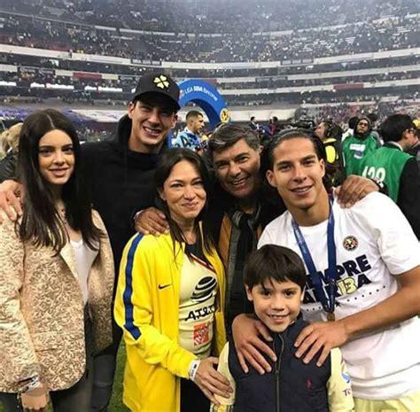 Diego Laínez es arropado por su familia en la Final de la ...