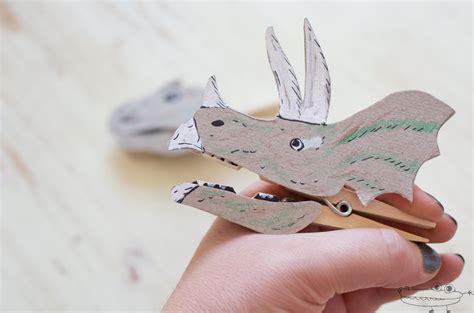 Dinosaurios de papel y pinzas  Manualidades Infantiles