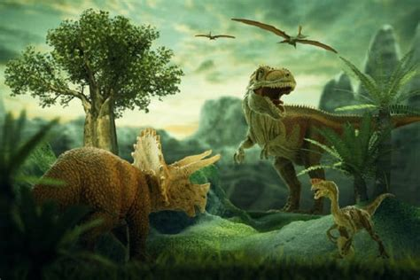 Dinosaurs disappeared and originated with a bang