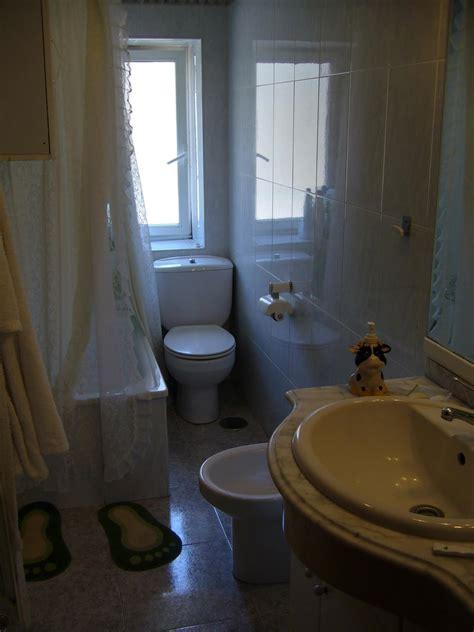 Diseño de baños pequeños con ducha, alargados y con ...