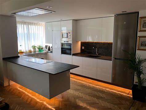 Diseño de cocina moderna pequeña en Madrid   El Corte Maderero