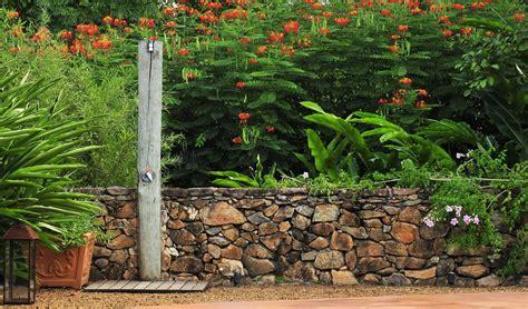 Diseño de exteriores: jardines modernos y tropicales