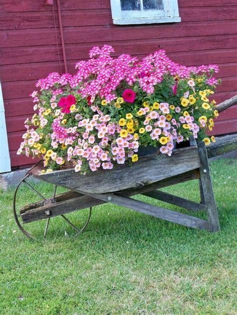 Diseño de jardines con flores. Jardinería. Decoración con ...