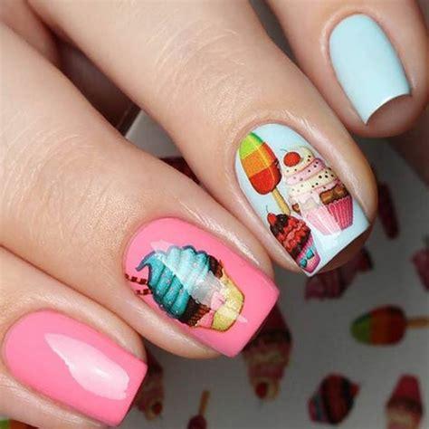Diseños para uñas modernas y primaverales, llenas de color