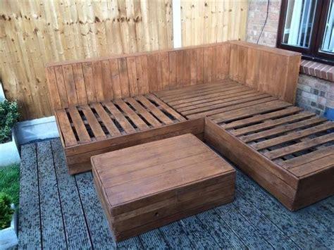 DIY Pallet Corner Sofa for Deck   Reciclando Palets y ...