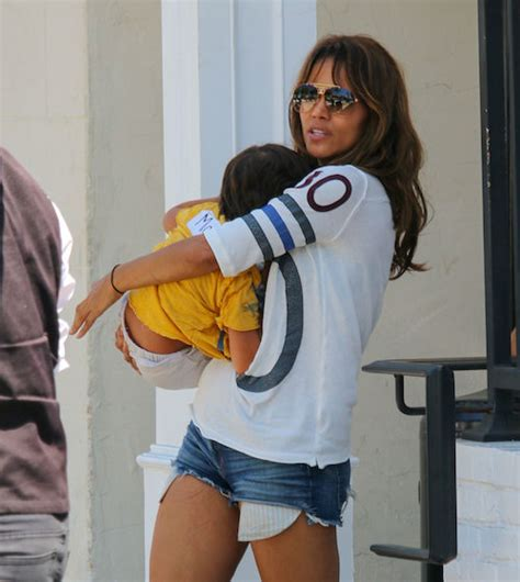 Dlisted | Halle Berry Doesn't Show Her Kids' Faces On ...