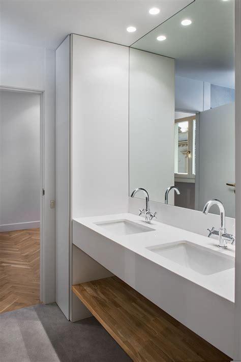 Doble lavamanos y repisa de madera   Muebles de baño ...