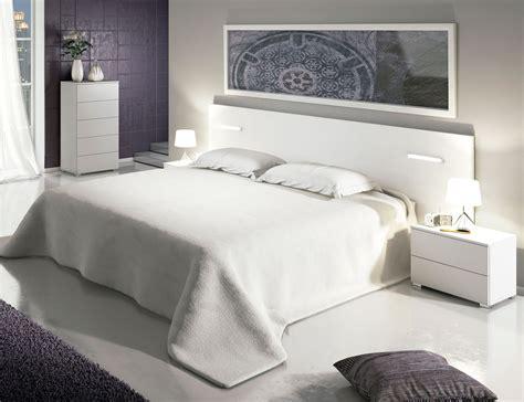 Dormitorio de matrimonio moderno cabecero con luces leds ...