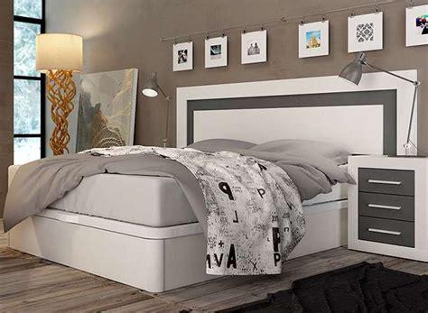 Dormitorio matrimonio blanco y gris cabecero y mesitas ...