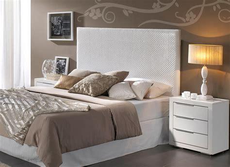 Dormitorio Muebles modernos: Dormitorio de matrimonio ikea