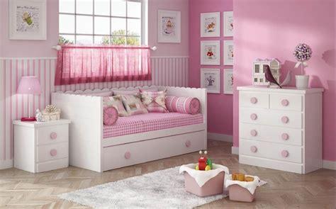 Dormitorio para niñas en blanco y rosa. Muebles