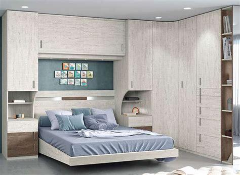 Dormitorio puente matrimonio moderno con armario rincón ...