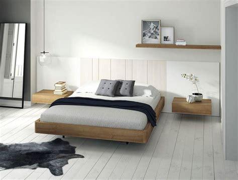 Dormitorios matrimonio estilo nórdico con mesitas con un ...