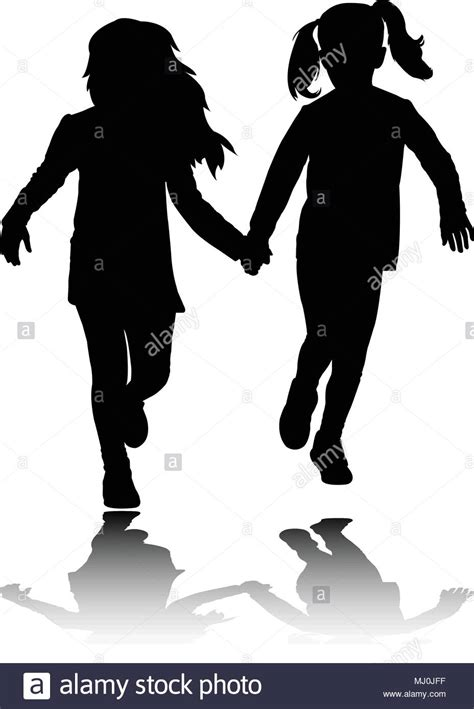 Dos niñas niño agarrarse de las manos y ejecutan las ...
