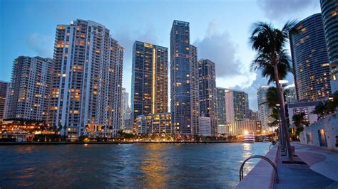 Downtown Miami Vacations 2019: Package & Save up to $583 ...