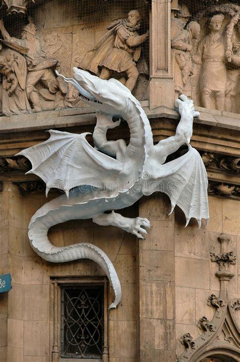 Dragón En La Cara Ayuntamiento En Munich, Alemania Foto de ...