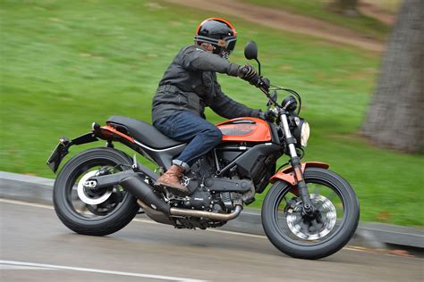 Ducati Scrambler Sixty2 – FIRST RIDE REVIEW New 400cc ...