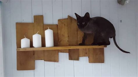Easy DIY Pallet Projects   A shelf from your offcuts ...