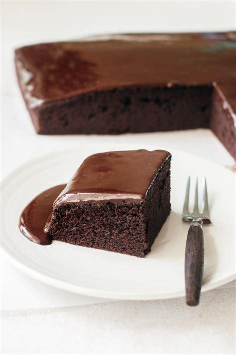 Easy Homemade Chocolate Cake   Pretty. Simple. Sweet.