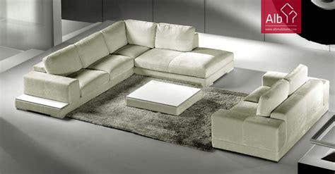 Economia Caseira: Como limpar sofás em tecido