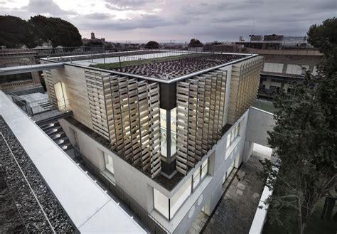 Edificio de Bachillerato Oak House School / Trasbordo ...