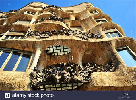Edificio de estilo modernista Casa Milà La Pedrera, siglo ...