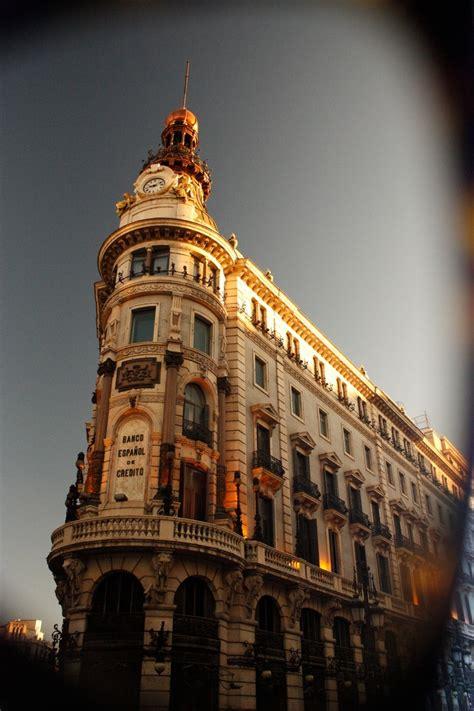 Edificio del Banco español de crédito sobre La gran vía en ...