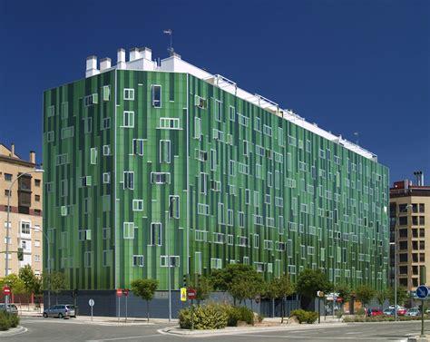 Edificio verde del PAU del Ensanche de Vallecas ...