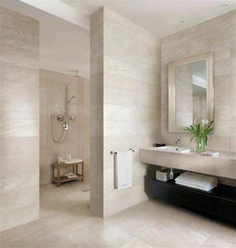 ejemplos de cuartos de baño pequeños decorados en beige ...