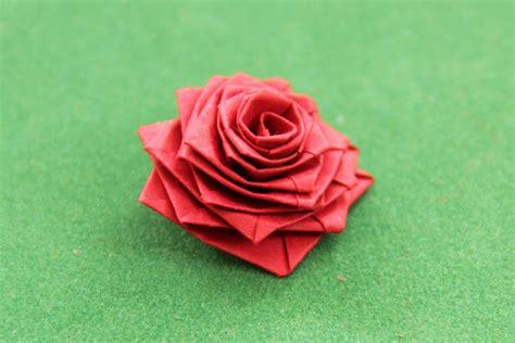 El arte del Origami: Rosa con Tira de Papel