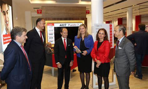 El Banco Santander inaugura la nueva  Smart Red  en la ...