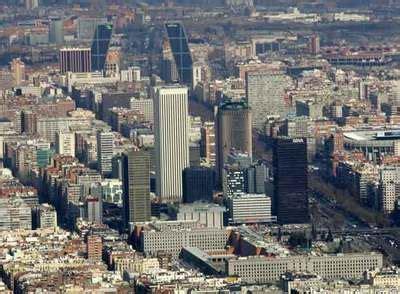 El BBVA venderá varios edificios y la sede en Madrid para ...