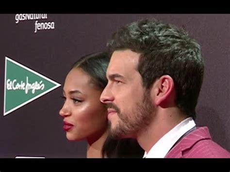 El beso apasionado de MARIO CASAS y Berta Vazquez   YouTube